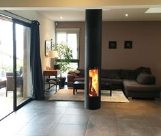 Cheminée design centrale Slimfocus House Styles, Architectural Inspiration, Fireplace Design, House, Loft Room, Hanging Fireplace, Home Decor, Floating Fireplace, Modern Fireplace