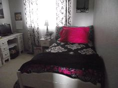 Paris themed room/black and hot pink