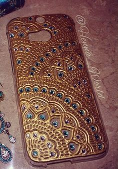 Henna Phone Case, Bling Phone Cases, Diy Mobile Cover, Mobile Covers, Mandala Painting, Tole Painting, Henna Candles, Glass Paint, Cell Phone Covers