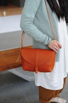 Hand genähte Leder-Umhängetasche / Carry On Bag