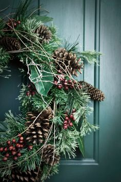 - Christmas time is the ideal occasion to adorn one's home with attractive and graceful Christmas decorations. When the season comes, people start looki. Noel Christmas, Country Christmas, All Things Christmas, Winter Christmas, Vintage Christmas, Christmas Wreaths, Christmas Crafts, Winter Wreaths, Xmas