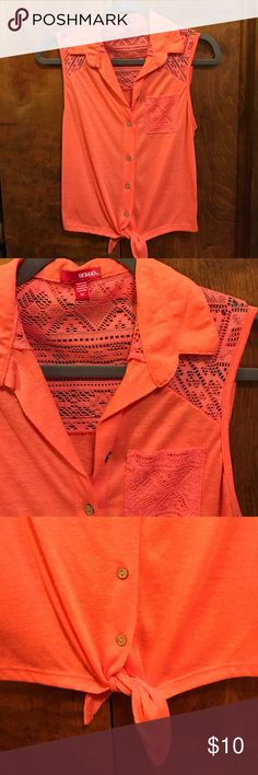 Bongo Collared Tank Peach colored collared button up tank top, tie on bottom can be worn tied or untied, size medium, great condition. Make an offer! BONGO Tops