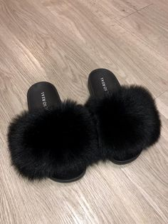 UGGS: Everything you need to know about them! Black Slippers, Fuzzy Slippers, Cute Shoes, Me Too Shoes, Fuzzy Sandals, Fur Sliders, Fluffy Sliders, Fluffy Shoes, Diy Gifts For Dad