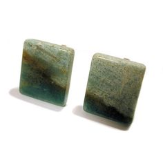 This is a pair of highly polished green marble rectangular cufflinks in excellent like new condition. The cufflinks measure one inch (2.54cm) long by