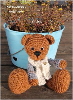kertupertu heARTmade: Ein gehäkeltes Winterbärchen! Teddybär mit Schal und Pullover. / Talvekaruke, salli ja kampsuniga!