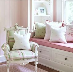 1 Kindesign's collection of 63 Incredibly cozy and inspiring window seat ideas will help inspire your search for the perfect ideas on designing your own window seat. Designing a window seat has always posed Shabby Chic Bedrooms, Trendy Bedroom, Girls Bedroom, Pink Bedrooms, Romantic Bedrooms, Small Bedrooms, Light Pink Walls, Green Walls, Bedroom Wall