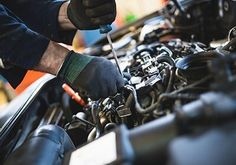 tune up Nissan west St Paul. For the best tune up service for your Nissan in St. Paul, look no further than Signal Garage Auto Repair. Service Auto, Car Repair Service, Truck Repair, Brake Repair, Engine Repair, Car Engine, Mécanicien Automobile, Mechanic Shop, Auto Mechanic