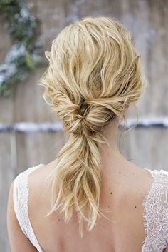 pony tail wedding hairstyles via les productions de la fabrik - Deer Pearl Flowers / www.deerpearlflow... http://www.coniefoxdress.com/
