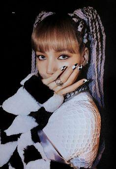 Lalisa Manoban in your area! Kim Jennie, Jenny Kim, Blackpink Lisa, K Pop, Kpop Girl Groups, Kpop Girls, Mode Kpop, Lisa Blackpink Wallpaper, Black Wallpaper