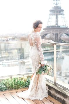 Romantique by Claire Pettibone lace wedding gown, Photo: Anna Grinets https://romantique.clairepettibone.com/collections/into-the-sunset-lace-wedding-dresses/products/prairie-rose-dress