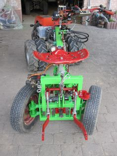 Here are my tractor with I have a hydraulic gearbox mounted. self-loading/unloading forage wagon. Walk Behind Tractor, Tractor Accessories, Tractor Attachments, Compact Tractors, Industrial Machine, Dodge Power Wagon, Riding Mower, Antique Tractors, Engin