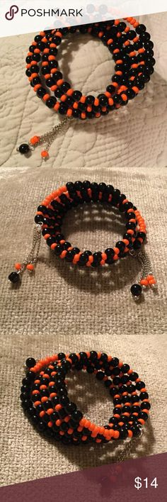 Halloween Bracelet, Wire Bracelet Tassels, Gift Halloween Jewelry  Sophisticated Jewelry...Causal...or Party Perfect 💖  One Size Fits All..Stretch Bracelet   Please Contact Me With Any Questions        As Always ~~~~Be Your Beautiful Self~~~ 💋 Handmade USA Jewelry Bracelets