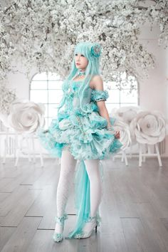 Amazing fashion style with lolita, kawaii, dreamy, and other fusions coming together to a treat. The fashion model looks radiant and elegant and suits the adorable color scheme. Lolita Cosplay, Cosplay Kawaii, Miku Cosplay, Cute Cosplay, Cosplay Outfits, Cosplay Girls, Harajuku Mode, Harajuku Fashion, Kawaii Fashion
