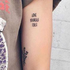 Oi gente como estão? Hoje trouxe várias inspirações de tatuagens com frase para se inspirar e espero que gostem. ——————