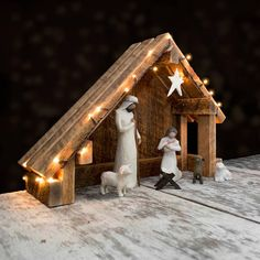 Nativity Creche Stable with Slant Roof Reclaimed Barn Wood for Willow Tree Willow Tree Nativity, Nativity Creche, Nativity Stable, Christmas Nativity Scene, Christmas Villages, Nativity Scenes, Willow Tree Krippe, Decoracion Navidad Diy, Clear Light Bulbs