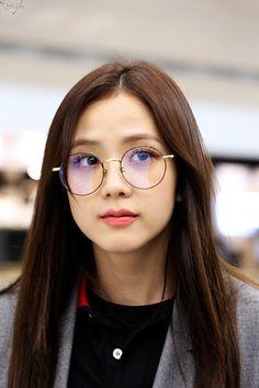 Jisoo Do Blackpink, Blackpink Jisoo, Kpop Girl Groups, Korean Girl Groups, Kpop Girls, Lisa Park, Black Pink ジス, Le Jolie, Blackpink Photos