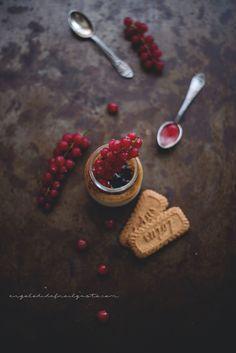 Crème brûlée alla vaniglia e rum - Dafne's Corner . Currant Berry, Creme Brulee, Food Coloring, Food Styling, Oreo, Food Photography, Berries, Food And Drink, Dinner