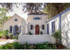 Stunning Mission Revival And Spanish Colonial Revival Architecture Ideas 19 the freshness of the white stucco and the blue trim