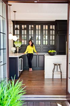 Ask An Expert: Jillian Harris Black cabinets....looks great!