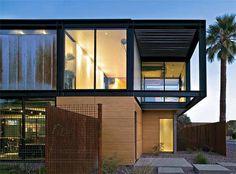 Neste projeto do escritório americano Chen + Suchart Studio em uma cidade do...
