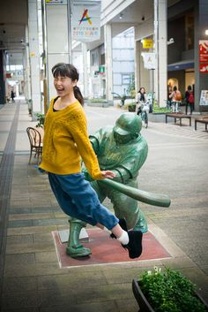 """There has been a sudden wave of interest in a photo collection called """"Ketsu Bat Girl!"""" - a collection created in Furumachi, Niigata of girls getting hit on the butt with a baseball bat. Creative Photos, Cool Photos, Fun With Statues, Funny Images, Funny Pictures, Niigata, People Having Fun, Memes, Girl Short Hair"""