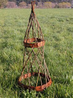 rankgerst 1 Sculpture Art, Sculptures, Plant Hanger, Garden Art, Macrame, Weaving, Backyard, Allotment, Crocheting