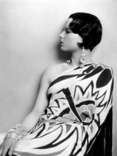 Photo: Louise Brooks, ca. Late 1920s Poster : 24x18in