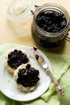 Gluten Free and Sugar Free Jam.  No pectin either! 2 pints fresh blueberries, rinsed ¾ cup agave nectar ¼ teaspoon kosher or fine sea salt Juice of 1 lemon
