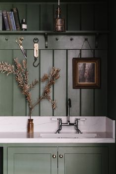 Lumière Lodge: A Couple's Thoughtfully Hued Antique Cottage Down Under - Remodelista Wabi Sabi, Cottage, Dining Nook, English Style, Kitchen Styling, Victorian Homes, Decoration, New Homes, House Design