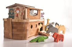 Noahs Ark with Animals & Figures - Everearth £200 Ecotoystore.co.uk