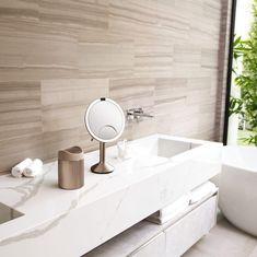 Stolní kosmetické zrcátko s LED osvětlením, které je nejlepší volbou pro každodenní líčení. Přiblížení až 10x. Nabíjení pomocí USB. Materiál: Ocel Rozměr: 14,5 x 11,5 x 29,8 cm. Makeup Essentials, Sink, Usb, Home Decor, Sink Tops, Vessel Sink, Decoration Home, Room Decor, Vanity Basin