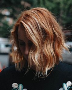 These Natural-Looking Highlights Are the Easiest Way to Refr.- These Natural-Looking Highlights Are the Easiest Way to Refresh Red Hair Red Hair With Blonde Highlights, Natural Looking Highlights, Red Blonde Hair, Short Red Hair, Strawberry Blonde Hair, Red Hair With Balayage, Strawberry Blonde Highlights, Black Hair, Red Hair With Ombre