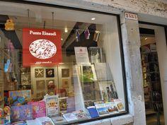 Punto Einaudi Libreria, San Polo 2583 | Venezia tutta per me | Vivere e fare shopping a Venezia #Venezia #tuttaperme | Vivere e fare shopping a Venezia