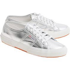Superga Cotmetu Silver // Coated textile sneakers (843.045 IDR) ❤ liked on Polyvore featuring shoes, sneakers, white low top shoes, low top, superga sneakers, superga shoes and summer sneakers