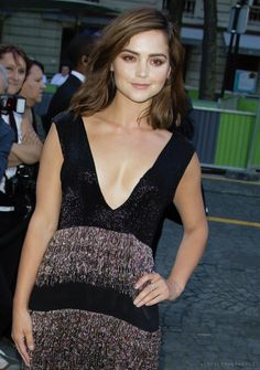 Jenna Coleman arriving at the Vogue Foundation Gala in Paris, France (05.07.16)