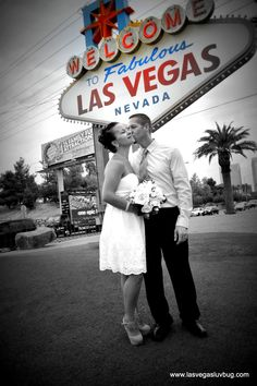 Retro Wedding at the Welcome to Las Vegas Sign. Luv Bug Weddings  #vegasweddings #lasvegasluvbug #lovebug . #luvbug #vegaswedding #lasvegaswedding #mobilewedding #destinationwedding