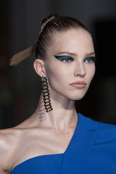 Versace Couture Details, Fall 2014 - Versace's Most Glamorous Couture Details of the Decade - Photos