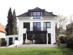 villa j in berlin dahlem by kahlfeldt architekten. Black Bedroom Furniture Sets. Home Design Ideas