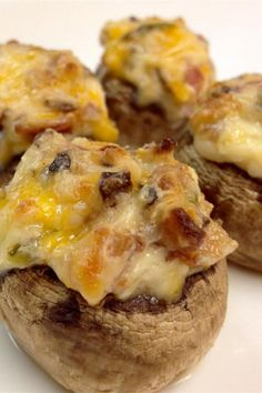 These hot and spicy stuffed mushrooms are loaded with jalapeno peppers, cream cheese, and bacon for a crowd-pleasing appetizer. Bite Size Appetizers, Quick Appetizers, Finger Food Appetizers, Appetizer Recipes, Finger Foods, Holiday Appetizers, Appetizer Dips, Jalapeno Recipes, Spicy Recipes