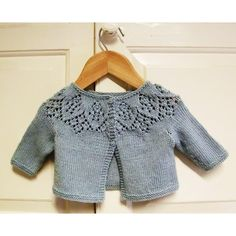 Meredith Baby Cardigan pattern by Ruth Maddock – Crochet models Toddler Cardigan, Crochet Baby Cardigan, Baby Cardigan Knitting Pattern, Baby Knitting Patterns, Knit Crochet, Crochet Hats, Crochet Ideas, Crochet Patterns, Baby Clothes Patterns