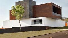 *조형적인 브라질 하우스 [ Studio Guilherme Torres ] house for a young family in Londrina Apartment Hacks, Apartment Entryway, Apartment Layout, Apartment Design, Casa Atrium, Loft, Building Exterior, Cool Apartments, Home Studio