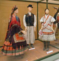Costumes traditionnels (musée d'ethnographie/Budapest)    Collections traditionnels du musée national d'ethnographie