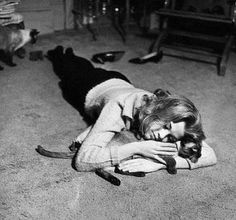 Jane Fonda lovin' on her kitty cat.