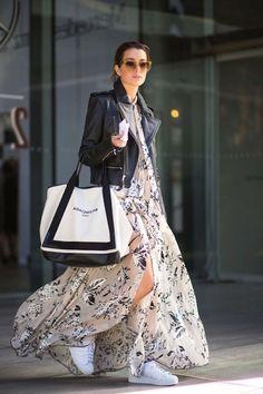 Basket blanche femme swag tenue femme moderne tendance baskets robe longue fluide veste en cuir