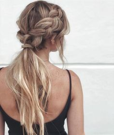 Fancy hairstyles are no much longer restricted to excellent and also refined updos. Today's fancy hairstyles are a great deal much more relaxed. Teen Hairstyles, Pretty Hairstyles, Wedding Hairstyles, Ponytail Hairstyles For Prom, Bridesmaid Hair Ponytail, Formal Ponytail, Hairstyle Ideas, Fancy Ponytail, Ponytail With Braid