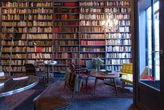 Encore merci me direz-vous, mais cette fois-ci je vais vous parler du café littéraire plutôt réussi, et non de la boutique.     Le premier ...