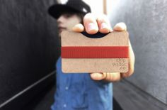 Chipwallet is a DIY cardboard wallet that is made ofnatural chipboard with modular plates. It comes as a flat board with all the components laser cut and ready to be assembled. The whole putting i…
