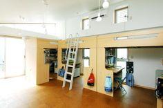 3人の男の子が仲良く使う子供室(浅草の家―2階にある庭) - 子供部屋事例 SUVACO(スバコ)