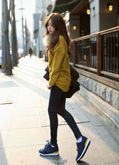 Laid back style Skinny Black tights or pants Running shoes of any colour Long warm sweater mustard  )))