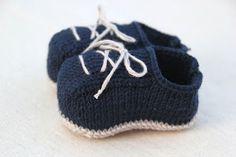 6 patrones gratis de patucos de bebe diy Knit Shoes, Yeezy, Lana, Adidas Sneakers, Baby Shoes, Booty, Knitting, Diy, Image